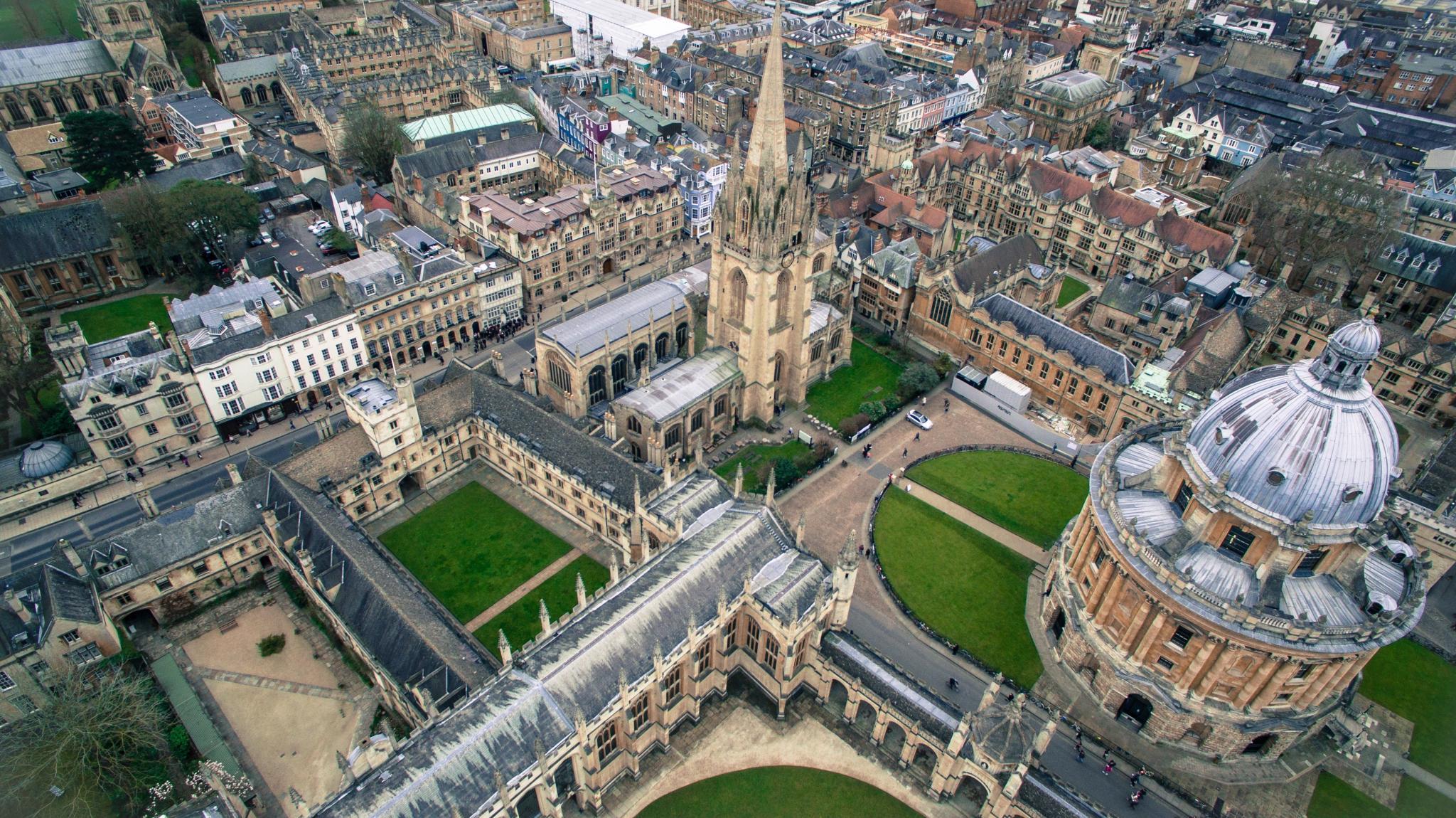 Maineikas Oxfordin yliopisto pyrkii eroon eliittimaineestaan – lupaa varata neljänneksen opiskelupaikoista köyhille